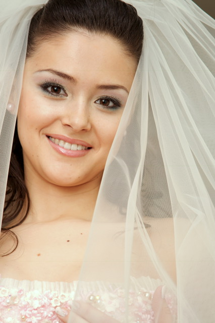 Wedding and graduation have a smile to wear